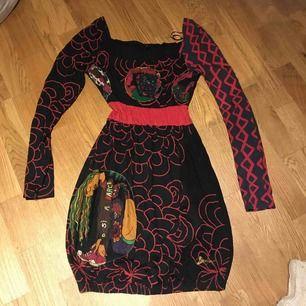 Fin klänning från Desigual. Liten i storleken.
