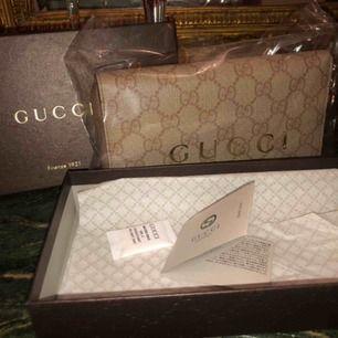 Gucci plånbok som ny använd under en kort period, originalbox finns.