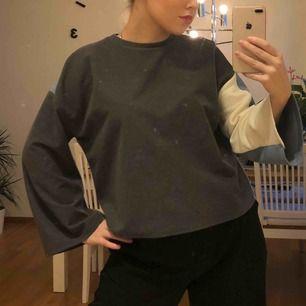 Superfin tröja från Zara som är grå på ena sidan & blå på andra 🦋