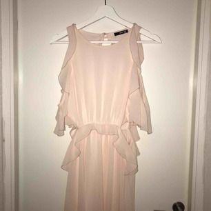 Asfin balklänning, lite uppsydd men inget man tänker på frakt ingår🥰