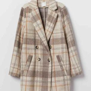 INTRESSEKOLL!! Funderar på att sälja min kappa från HM. Bra skick och slutsåld på hemsidan🌟🌟