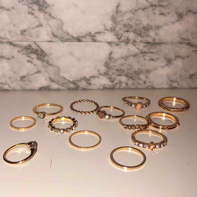 13 stycken guldringar. Alla för 50! Aldrig använda❤️köparen står för frakt. Accessoarer.