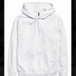 Vit hoodie från hm, kommer inte till användning därför jag säljer💕🥰