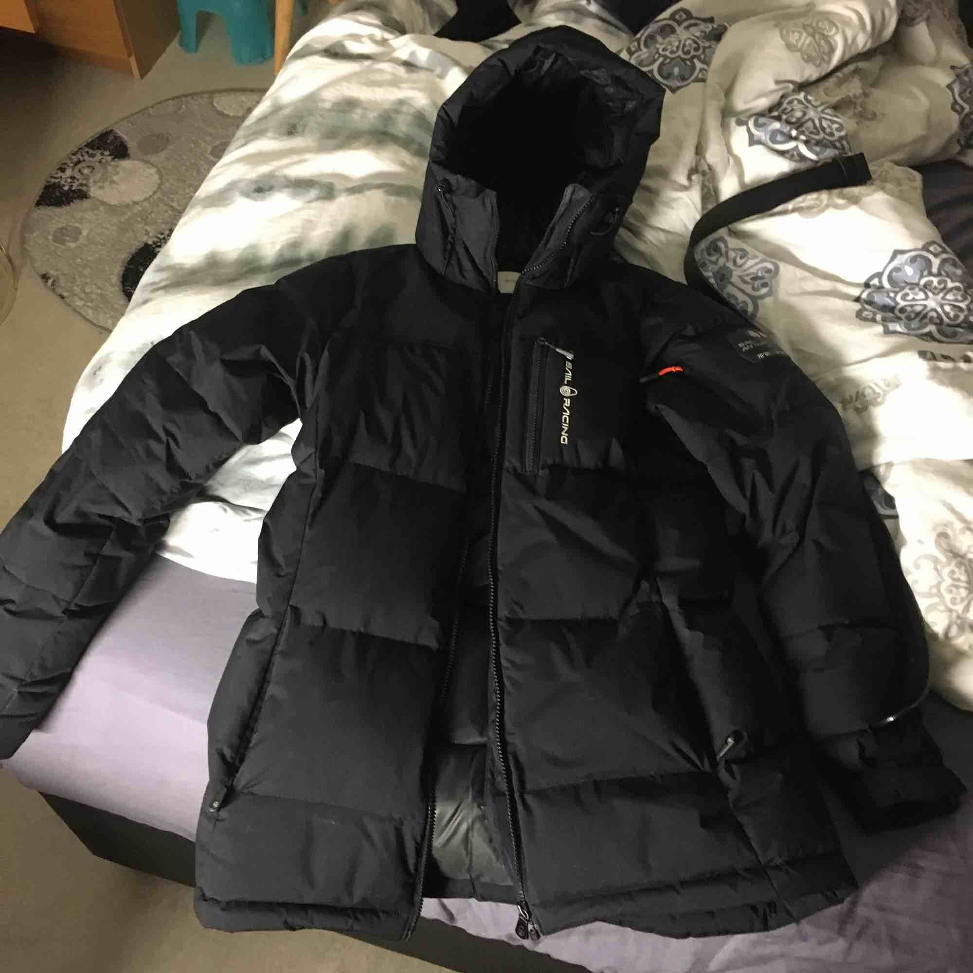 Bra skick på jackan använd en vinter, storlek s/m sitter lika bra på en s som på en m . Jackor.