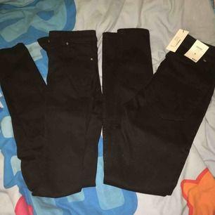 Två par tajta svarta jeans från bikbok och lager157 i XS och S, den från lager157 är aldrig använda, 90kr styck