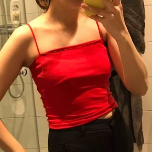 Röd Top från Gina Tricot, nyskick, passar en s