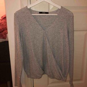 Snygg omlott tröja från bikbok använd 1 gång