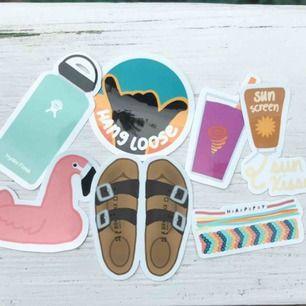 Super snygga (själv ritade) stickers att sätta på många grejer. Tillverkas av vanligt papper:)👧🏼🧡