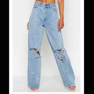 Ett par skit snygga stora jeans. Använt fåtal gånger. Det är dom på första bilden fast färgen på andra bilder. Kostnaden plus frakten.