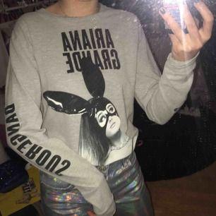 Ariana grande merch, storlek S, köpt för 450 kr💕