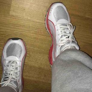 Ett par riktigt feta helt oanvända skor från puma!! Fraktar var som helst och pris kan diskuteras!!🦋