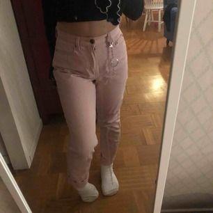 Rosa högmidjade mom jeans använt fåtal gånger