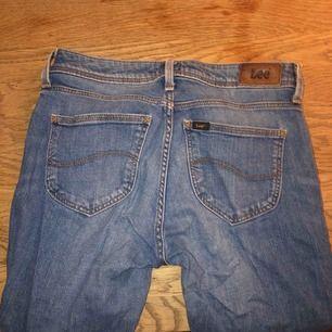 Lee jeans, raka i benen och normal midja