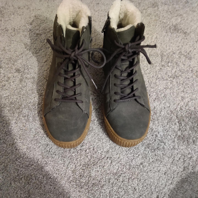 Vinter skor med foder i, storlek 38, snygga, frakt i priset  . Skor.