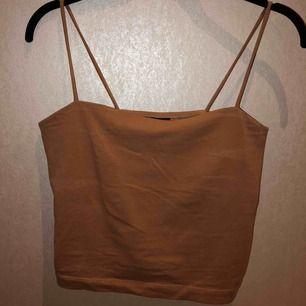 Relativt nytt Gina-linne, stretchigt men skönt material som är använt cirka 2/3ggr. Säljer pga ingen användning av plagget då jag köpte det för ett tillfälle. Passar snyggt till många olika outfits;)