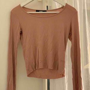 Fin oanvänd tröja ifrån Bik Bok! Köpt för ca 150 kr. Har jättebra passform & är superskön!