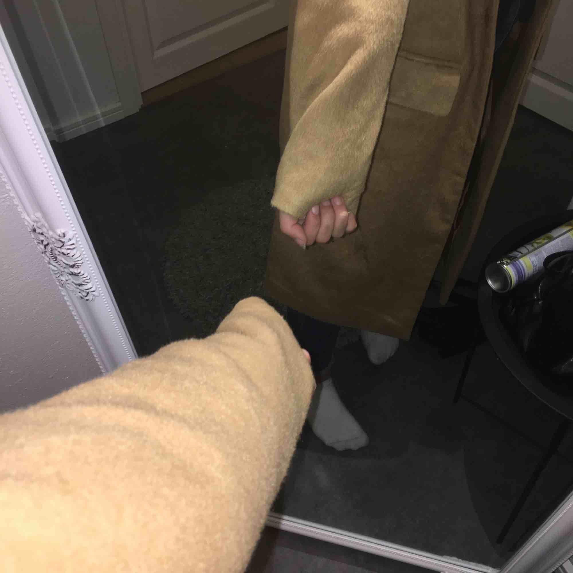 En fin kappa i storlek 38 köpt på new yorker för 400 kr, aldrig använt den ute då den är för stor för mig(hade annars behållt hehe)  Den är lite ljusare än vad första bilden gör den Köparen står för frakt :). Jackor.