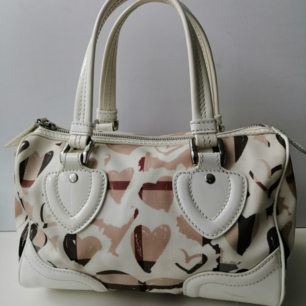 Burberry handbag, very good condition, 100% authentic, size 20x27x14cm, handle 12cm, write me for more info and pics.Delivery to USA, Canada, Australia No return