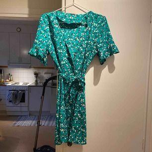 Göllig klänning från BikBok