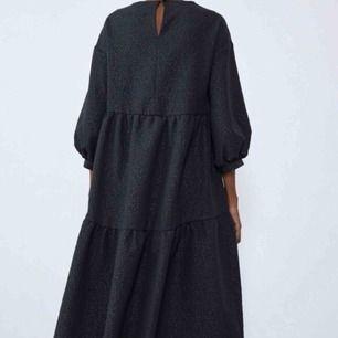 Klänning i nyskick från Zara