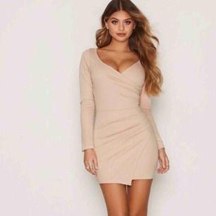 Super fin festklänning från Nelly. Helt oanvänd! Perfekt för jul och nyår :)
