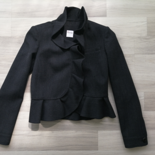 Blazer Red Valentino, worn twice, 100% authentic, size S, 48% wool, 48% viscise, black, write me for more info and pics.!!!!!  Delivery to USA, Canada, Australia No return