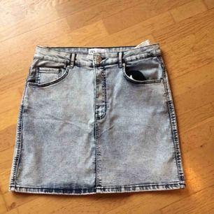 Oanvänd kort jeanskjol från Zara. Priset är inkl frakt 🌸