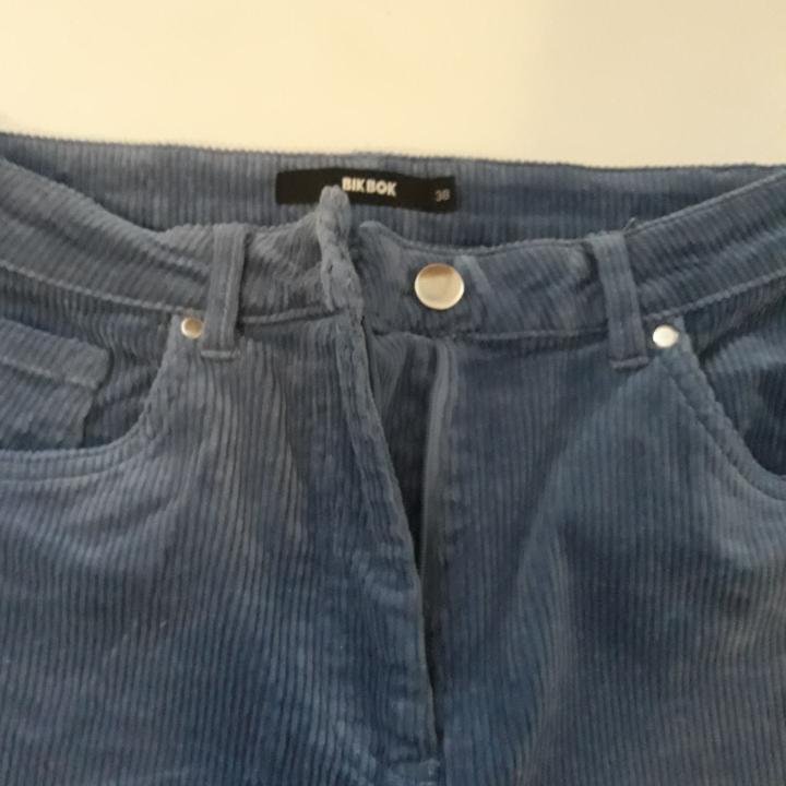 Knappt använda manchesterbyxor. Frakt tillkommer.. Jeans & Byxor.