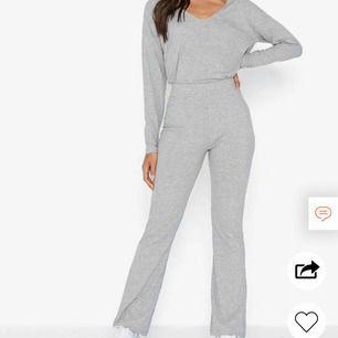 Säljer detta mysset från Nelly.com! Alltså både byxa och tröja! Både strl XS och S är slutsålda på hemsidan! Nypris 400:-  Hur mysigt och skönt som helst!