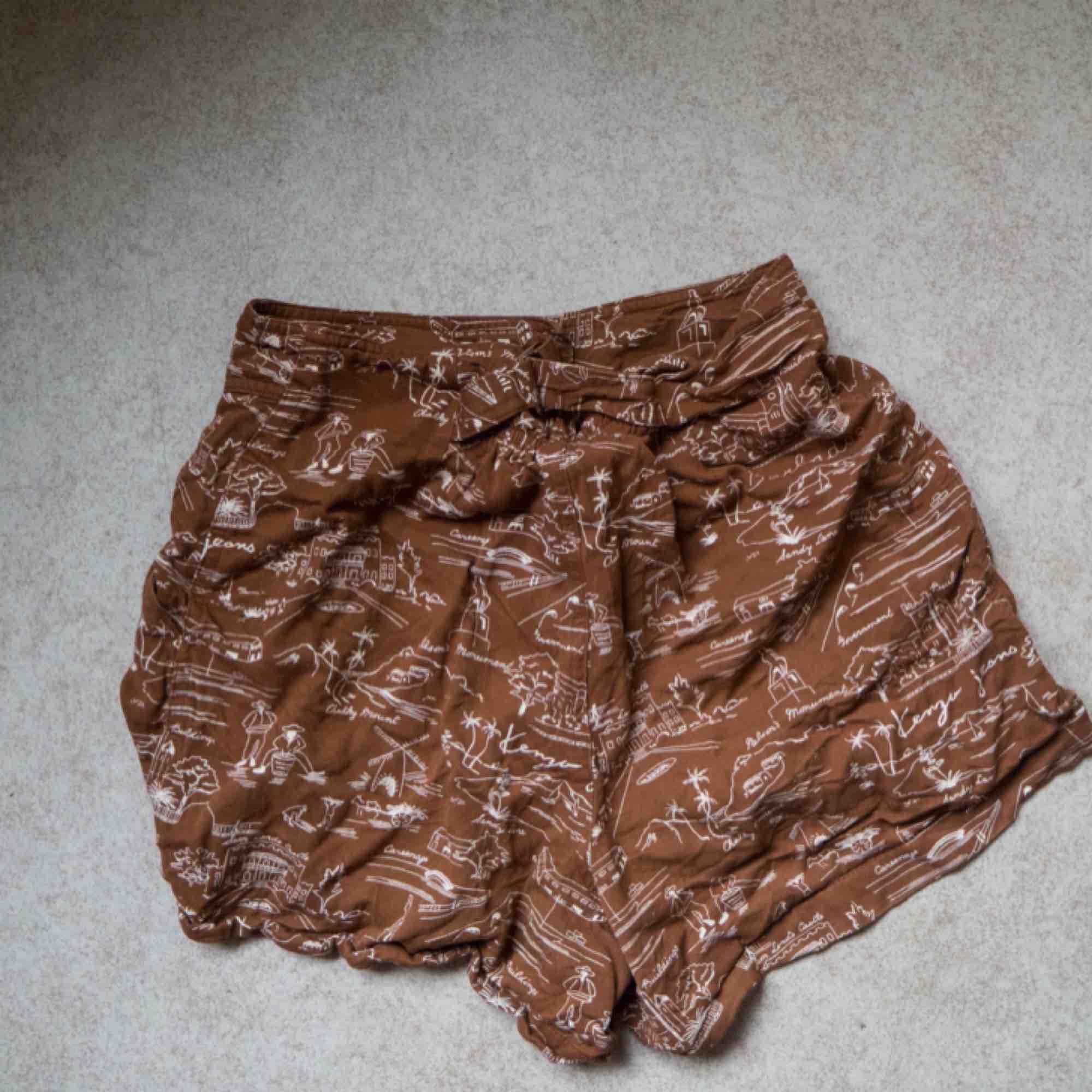 Välanvända men gott skick, superfina shorts men får inte på mig dom längre. . Shorts.