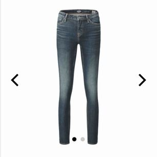 Säljer mina 211 super skinny crocker jeans med fin tvätt. Kommer tyvärr inte till användning av mig så därför jag säljer. Väldigt bra skick och väldigt sköna är dom:) hör gärna av er kring frågor osv💘