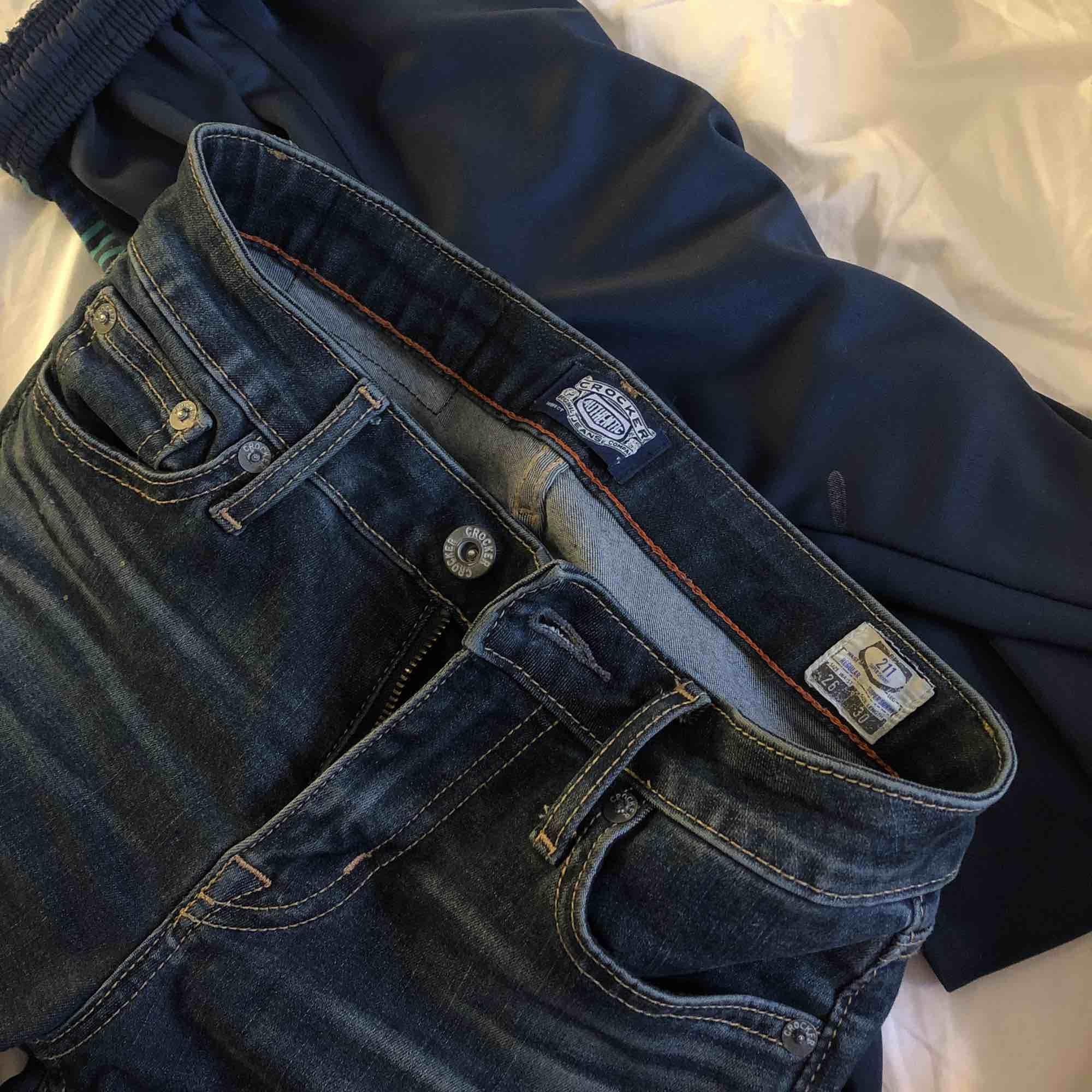Säljer mina 211 super skinny crocker jeans med fin tvätt. Kommer tyvärr inte till användning av mig så därför jag säljer. Väldigt bra skick och väldigt sköna är dom:) hör gärna av er kring frågor osv💘. Jeans & Byxor.