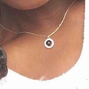 Säljer en halsband som inte är till användning längre. Den är i äkta guld! Endast seriösa köpare