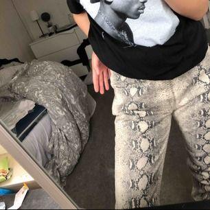 Jätte fina mom jeans från plt, för stora för mig använda 1 gång.