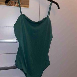 Grön body med string från bikbok! Frakt tillkommer!