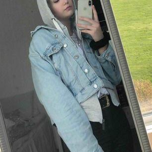 En oversized jeans jacka från Gina tricot i storlek M 🤩😇