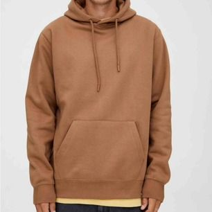 Nästan helt ny hoodie, mörk beige/Camel färgad! 🤩