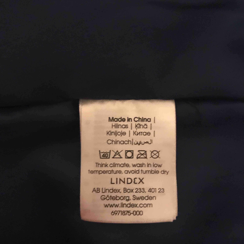 Blå jacka storlek M , jacka är som ny ! Hämta i Majorna (41464) eller jag kan skicka . Jag tycker att det är stor M . Jackor.