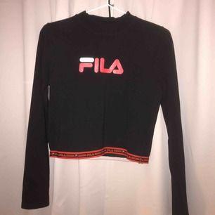 Snygg fila tröja beställd i fel storlek, använd endast ett fåtal gånger. Storlek M men skulle beskriva som storlek S. Frakt tillkommer!