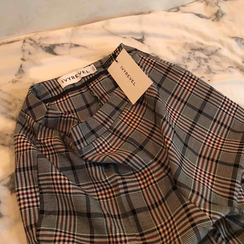 Säljer mina helt nya Kostymbyxor ifrån IVYREVEL, lappen finns kvar 🦋 Möts i stockholmsområdet eller fraktar mot betalning😛🥰. Jeans & Byxor.