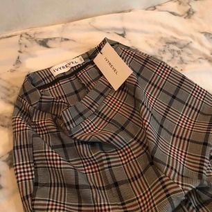 Säljer mina helt nya Kostymbyxor ifrån IVYREVEL, lappen finns kvar 🦋 Möts i stockholmsområdet eller fraktar mot betalning😛🥰