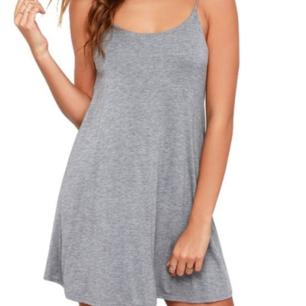 Superfin oanvänd grå klänning! Superfin att styla med en polo under! Storlek S. Ställbara axelband. Frakt 36kr 🌼!!! Skriv inte om ni inte är seriösa/inte tänker köpa direkt!!!