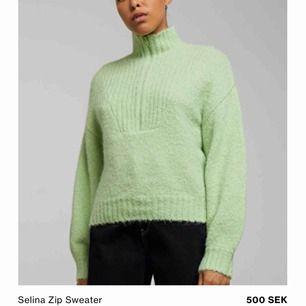 Säljer denna tröjan ifrån Weekday i storlek XS. Jättefint skick och använde bara några gånger! Frakt tillkommer.