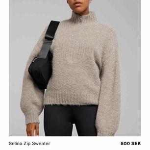 INTRESSEKOLL!! Funderar på att sälja denna helt slutsålda tröjan, jättefint skick och använd bara några gånger. Säljer pga att jag vill ha en annan färg (ljusare beige) så har någon den från Weekday så är jag väldigt intresserad! Storlek XS