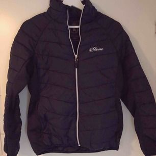 Säljer jackan då jag inte använder den :) fodrad och väldigt skön att ha på sig :)