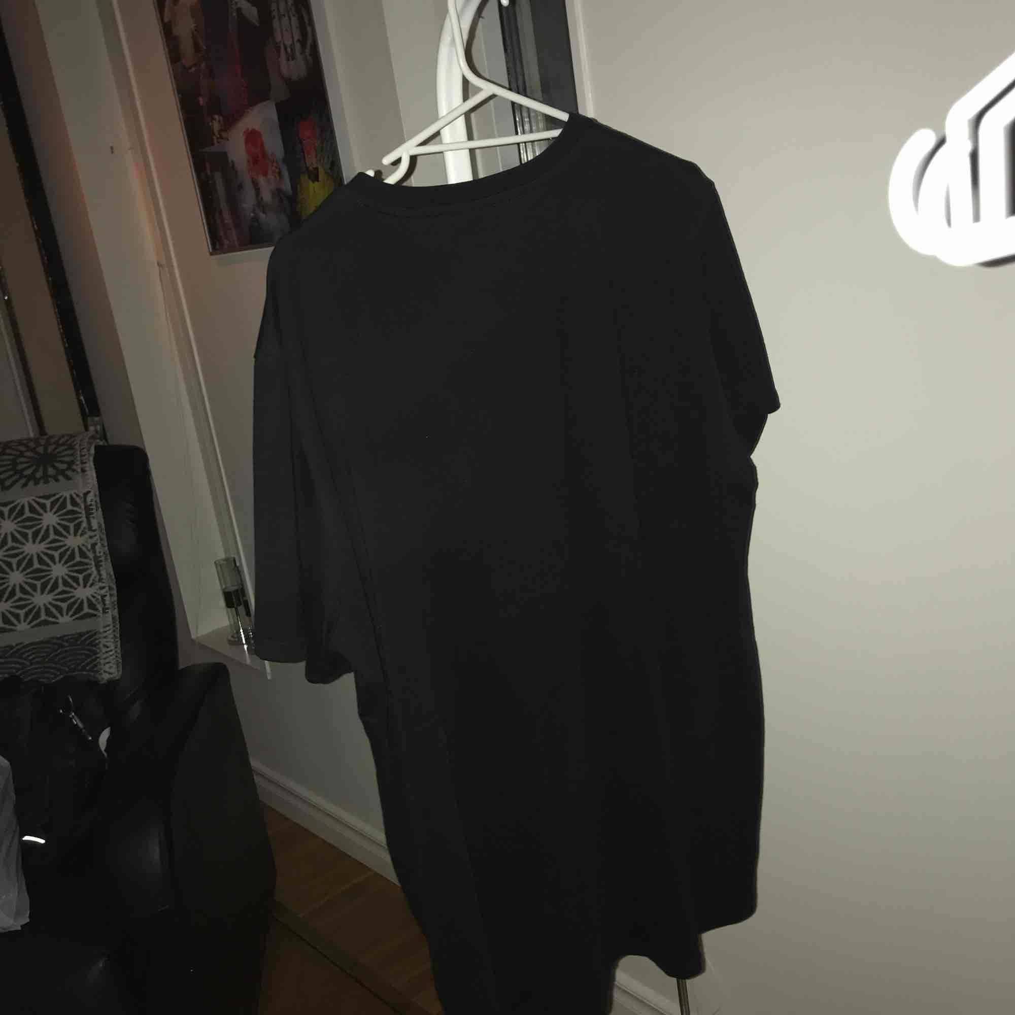 Asball tröja från killstar, aldrig använd nypris 259kr. T-shirts.