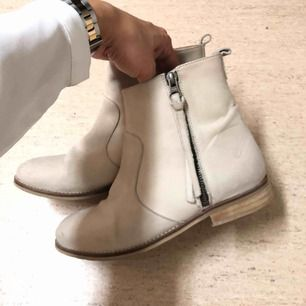 Fina ankel boots från Sixt i äkta läder