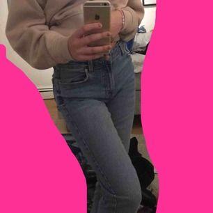 Mina finaste jeans som börjar bli för små🥺 Använt ganska mycket men JÄTTE bra skick ändå. Skriv privat för frågor!