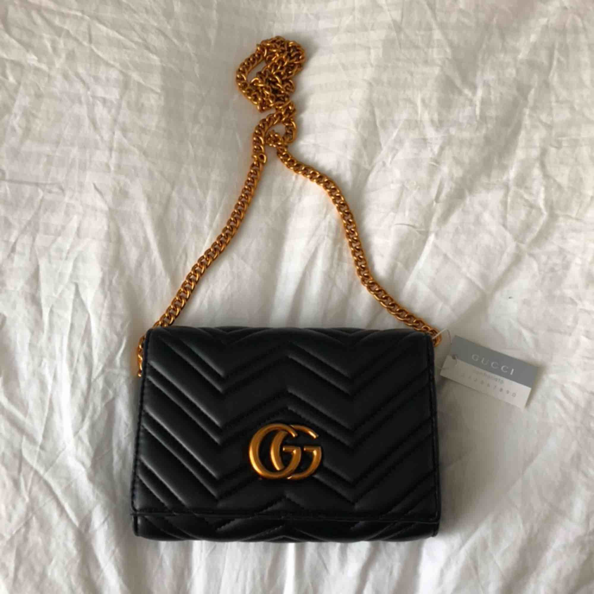 Säljer denna superfina väska i topp kvalité. Aldrig använd med tags kvar. . Väskor.