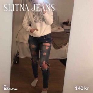Säljer ett par slitna supersnygga jeans i storlek: 36 Chatta för mer info!
